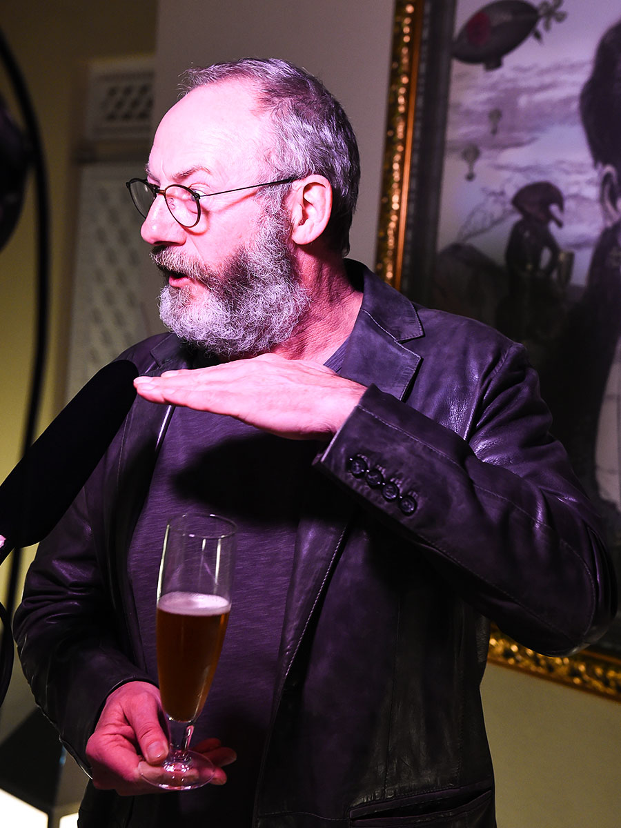neuschwansteiner-and-game-of-thrones-star-liam-cunningham-at-shangri-la-hotel-fashion-fever-grand-prix-01